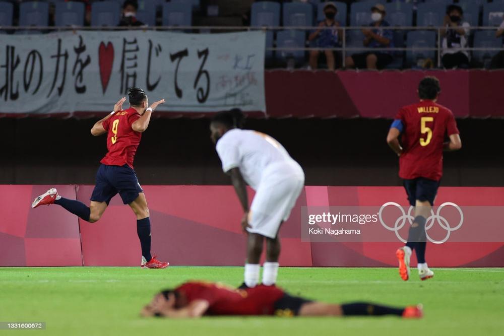 Đội bóng châu Phi dâng vé vào bán kết cho TBN; Olympic Nhật Bản suýt tan mộng vô địch - Ảnh 2.