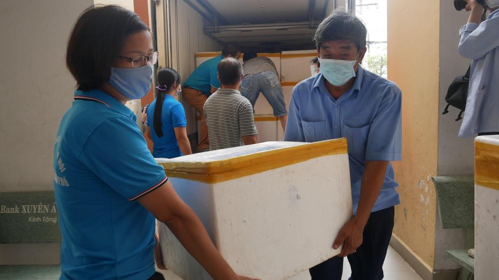 Người dân Quảng Bình gửi 3 tấn cá đặc sản hỗ trợ người Sài Gòn trong mùa dịch - Ảnh 3.