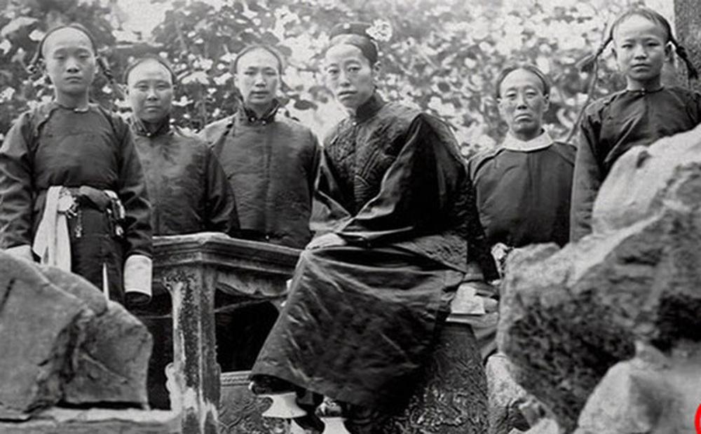 Hậu cung của Hoàng đế Quang Tự: Hoàng hậu lưng gù, phi tần mũm mĩm