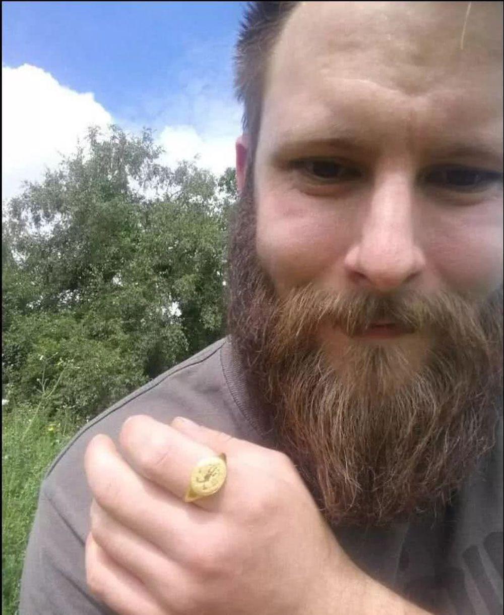 Một anh chàng đào được chiếc nhẫn vàng niên đại 400 năm rất quý giá: Tuyệt nhiên không bảo tàng nào dám trưng bày - Vì sao? - Ảnh 5.