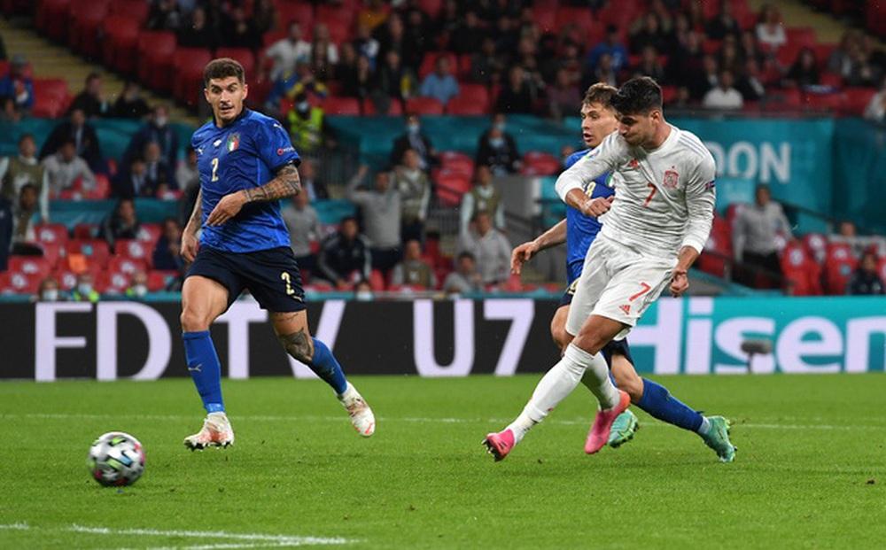 """VIDEO: Morata và đồng đội ban bật """"xé toang"""" hàng thủ Italia, gỡ hòa 1-1 cho Tây Ban Nha"""