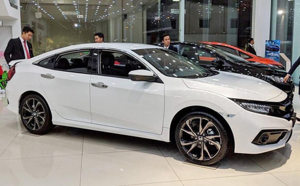 Honda Civic giảm giá sốc 150 triệu đồng tại đại lý, chạy đua với Toyota Corolla Altis trước khi đón mẫu mới về Việt Nam