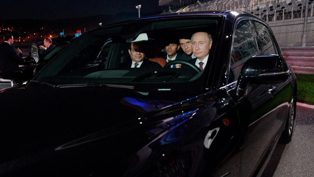 Ông Putin gây sốt với màn lái siêu xe: Bất ngờ danh tính bóng hồng xinh đẹp ngồi cạnh - Ảnh 2.