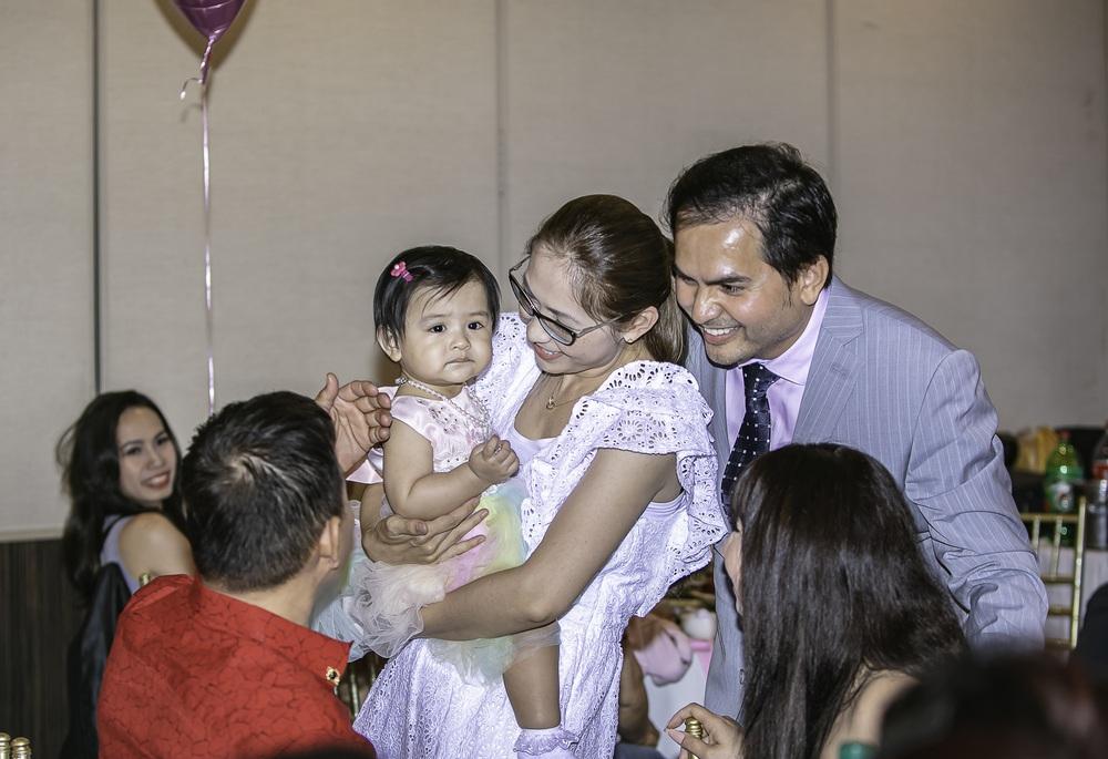 Dàn sao đến mừng tiệc thôi nôi con gái Đức Tiến - Bình Phương - Ảnh 1.