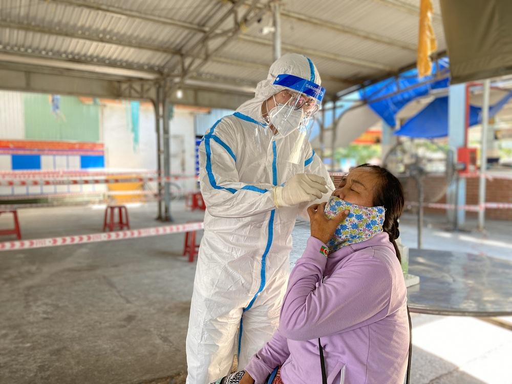 Vụ cán bộ văn phòng Đoàn ĐBQH và HĐND TP Đà Nẵng xô xát với nữ nhân viên y tế: Ông ấy tát tôi thẳng tay - Ảnh 2.