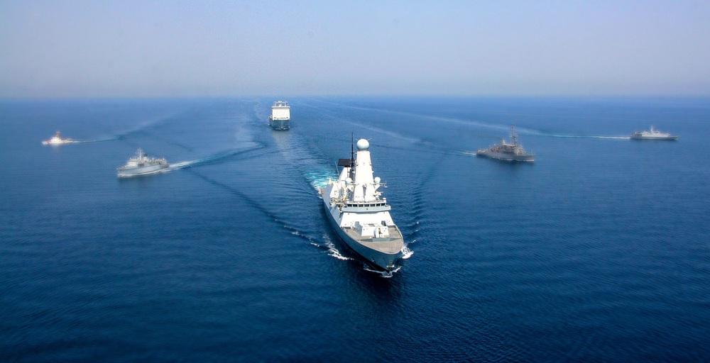 Cả chục tàu chiến NATO bị Nga bế lên bờ: Sốc trước sức mạnh tác chiến điện tử vô song - Ảnh 2.