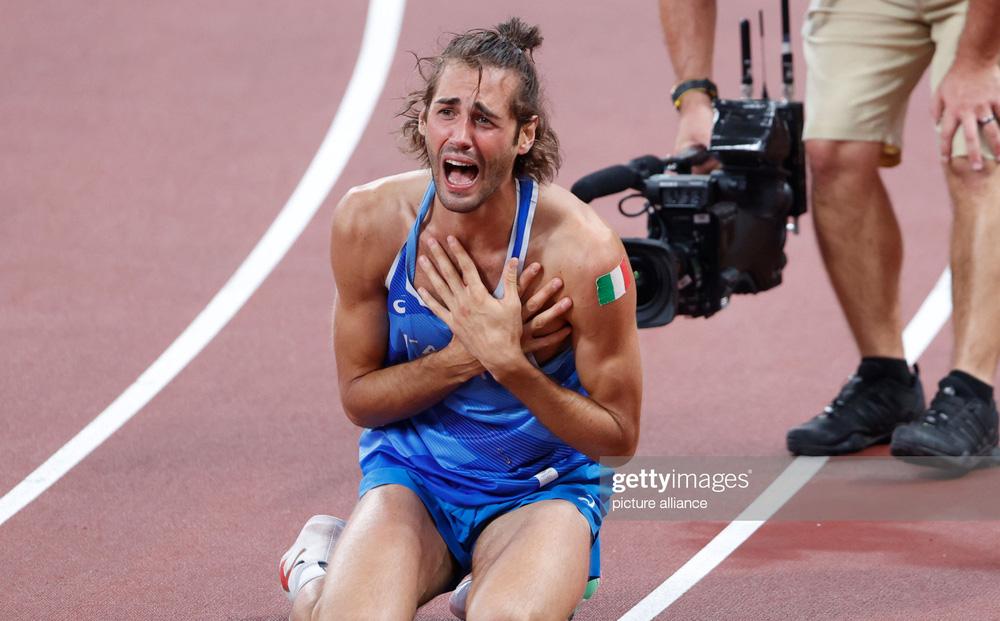 TRỰC TIẾP Olympic 2020 (1/8): VĐV Italia khóc thảm thiết vì HCV; VĐV Vương Quốc Anh cay đắng rời nội dung VUA
