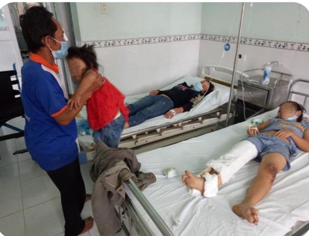 Gia đình đi xe ba gác từ TP HCM về Nghệ An bị xe tải tông khiến 1 người chết, nhiều người bị thương - Ảnh 2.