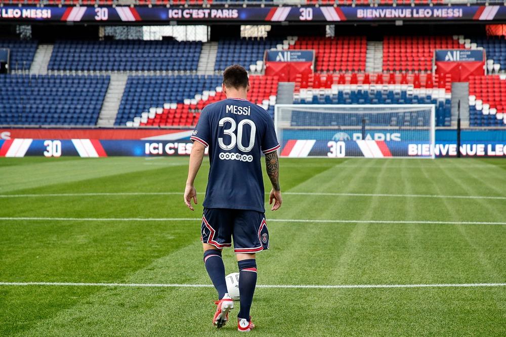 Messi nói lời đầu tiên trong màu áo PSG, tạo ra hiệu ứng khủng khiếp với số áo lạ - Ảnh 3.
