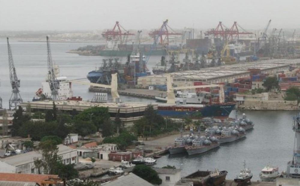 Tàu Iran nổ lớn ở cảng Syria