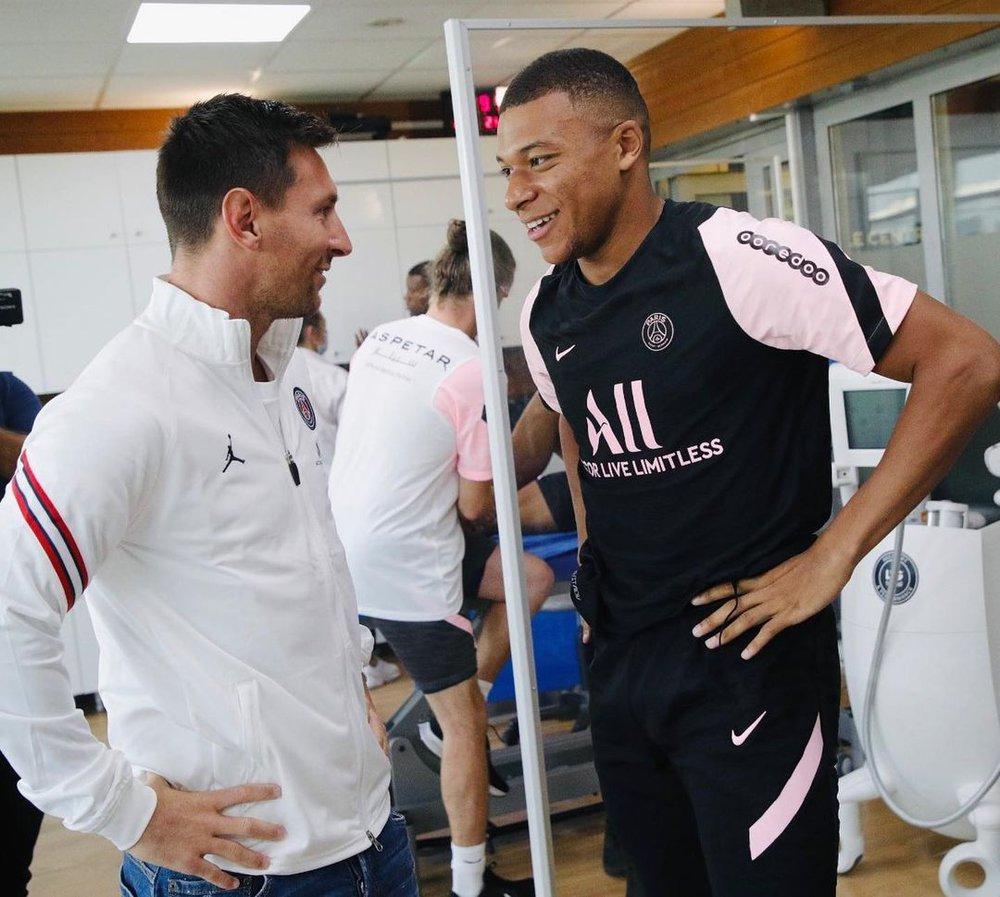 Điều khó tin bậc nhất làng bóng đã xảy ra: Messi và Ramos trở thành đồng đội, ôm nhau thắm thiết - Ảnh 2.