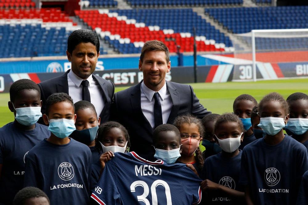 Thật bất ngờ: Messi từ chối nhận lót tay để gia nhập Paris Saint-Germain - Ảnh 1.