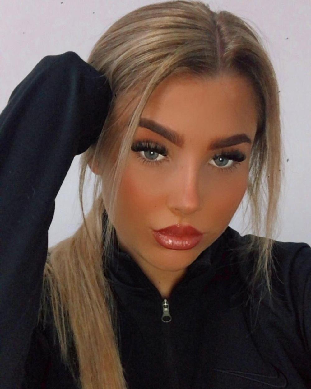 Nữ cầu thủ sexy khoe thân, kiếm sống trên trang web nhạy cảm sau scandal tranh cãi - Ảnh 2.