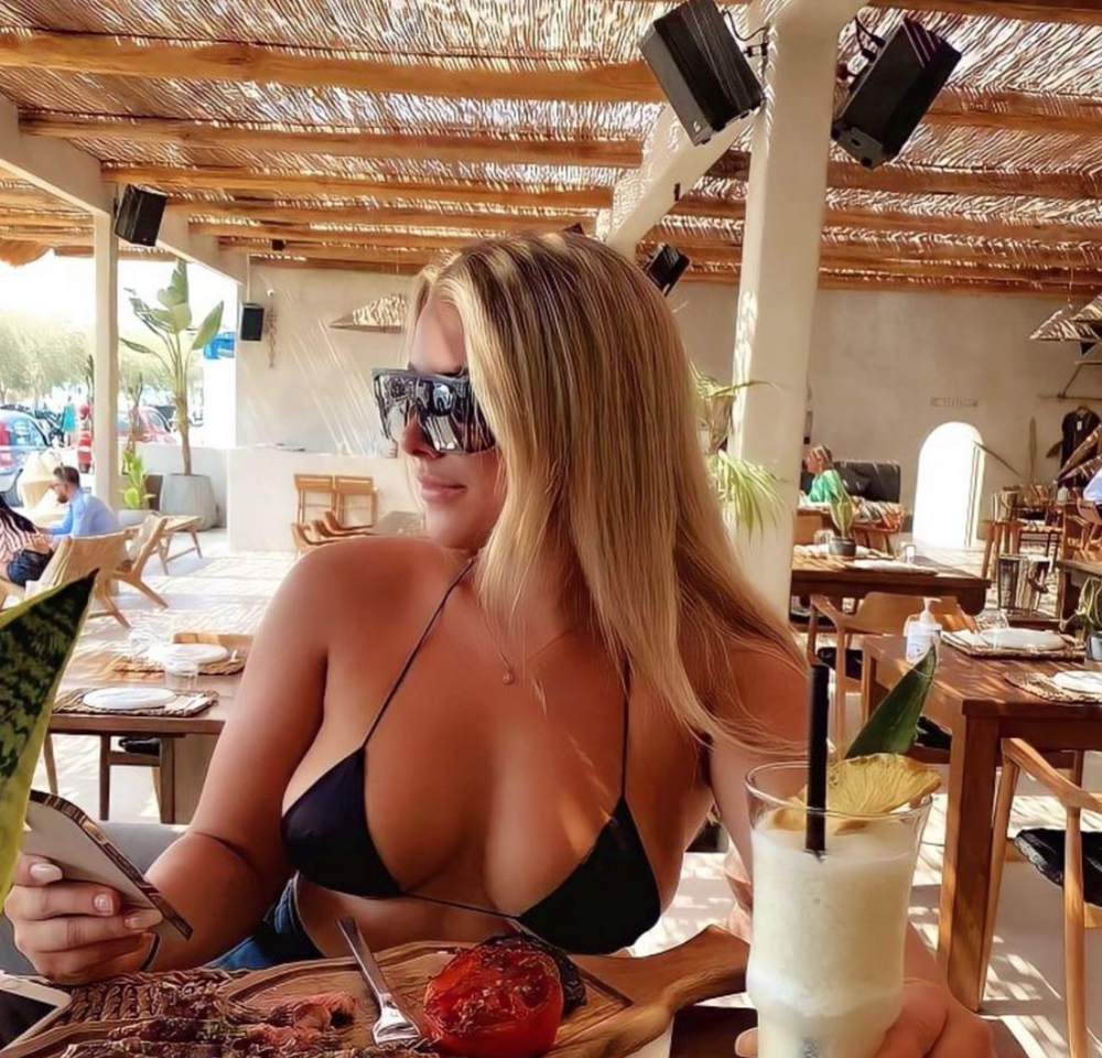 Nữ cầu thủ sexy khoe thân, kiếm sống trên trang web nhạy cảm sau scandal tranh cãi - Ảnh 3.