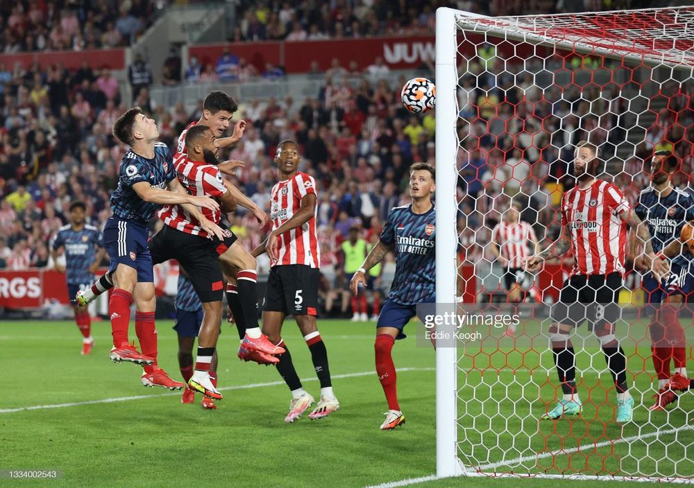 Phòng thủ ngờ nghệch, Arsenal thua sốc đội mới lên hạng trong ngày khai mạc Premier League - Ảnh 4.