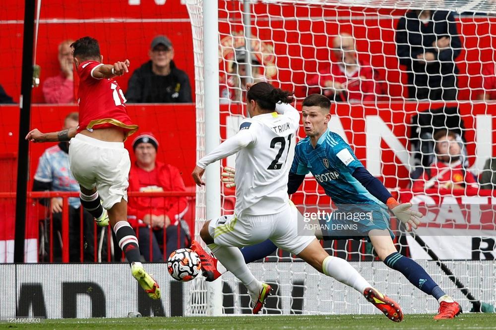 Bruno Fernandes bùng nổ với hat-trick, Man United đè bẹp Leeds bằng mưa bàn thắng - Ảnh 1.