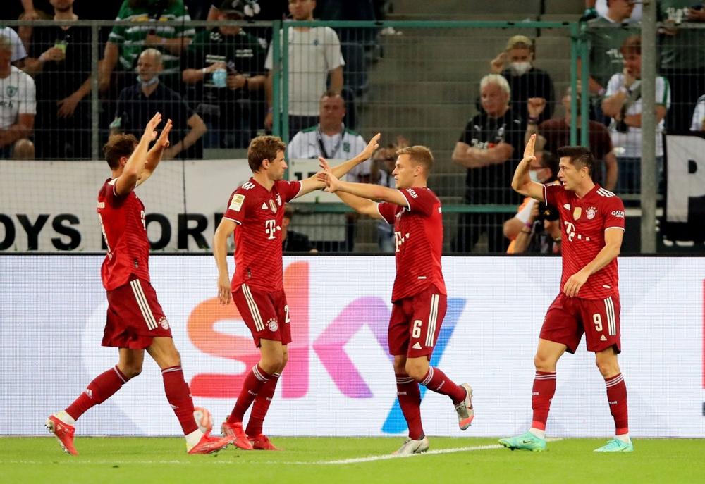 Lewandowski tỏa sáng, Bayern thoát thua trong trận ra quân Bundesliga  - Ảnh 2.