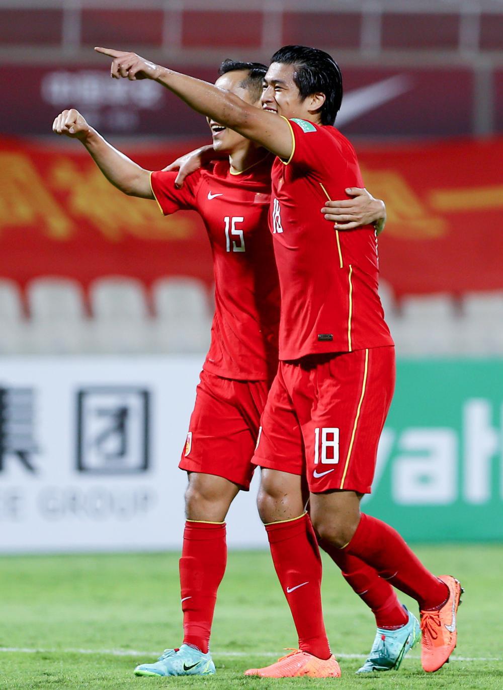 Trung Quốc chi mạnh tay, tính thuê sân có điều hòa để đấu tuyển Việt Nam vì lý do đặc biệt - Ảnh 1.