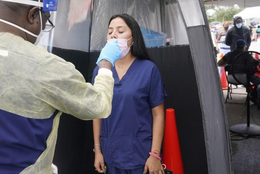 Chuyên gia Mỹ: Ghi nhận virus đột biến IOTA lần đầu xuất hiện ở New York có tỷ lệ tử vong cao hơn - Ảnh 2.