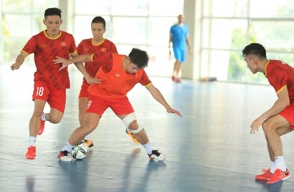 ĐT Việt Nam căng mình tập luyện trước trận giao hữu với Tây Ban Nha - Ảnh 3.