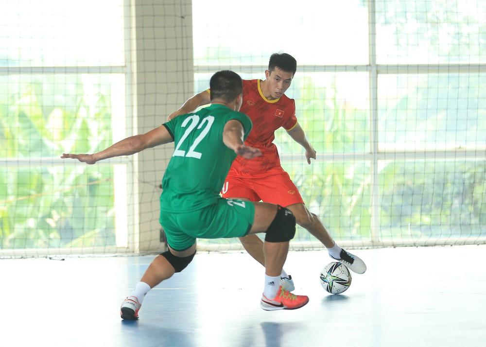 ĐT Việt Nam căng mình tập luyện trước trận giao hữu với Tây Ban Nha - Ảnh 5.