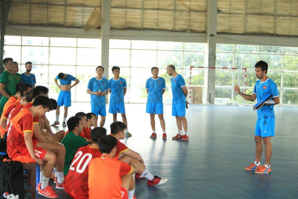 ĐT Việt Nam căng mình tập luyện trước trận giao hữu với Tây Ban Nha - Ảnh 6.