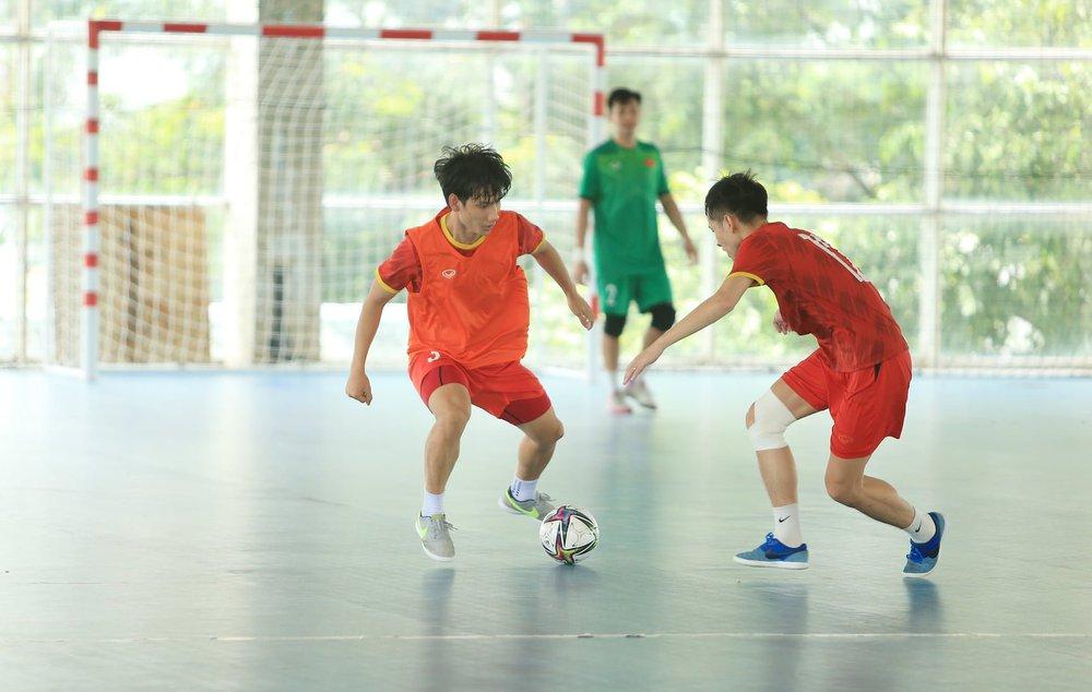 ĐT Việt Nam căng mình tập luyện trước trận giao hữu với Tây Ban Nha - Ảnh 7.