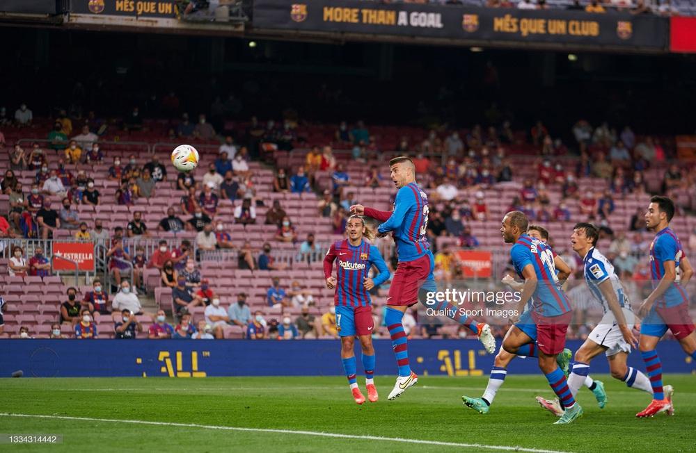 Nhân vật không ai ngờ tỏa sáng, Barcelona thắng kịch tính trong trận đầu tiên thời hậu Messi - Ảnh 1.