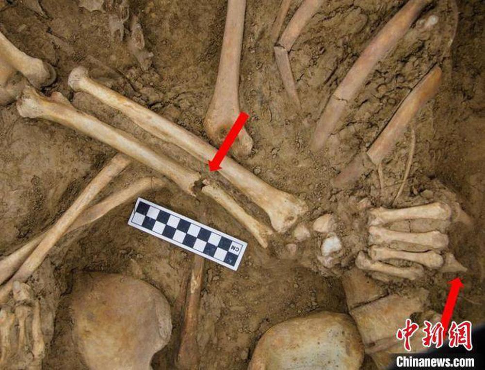Khai quật mộ cổ Trung Quốc 1.600 tuổi, bất ngờ tìm thấy 2 bộ hài cốt trong tư thế Romeo và Juliet - Ảnh 3.