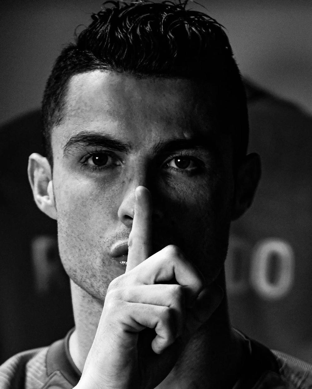 Ronaldo nổi giận, chính thức lên tiếng tố các tin đồn chuyển nhượng là nhí nhố, bỡn cợt - Ảnh 1.