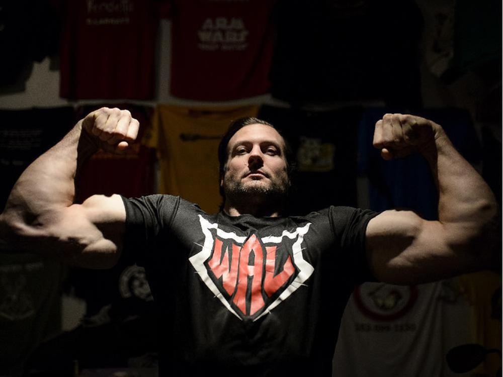 Người khỏe nhất hành tinh đấu boxing cùng huyền thoại vật tay thế giới - Ảnh 2.