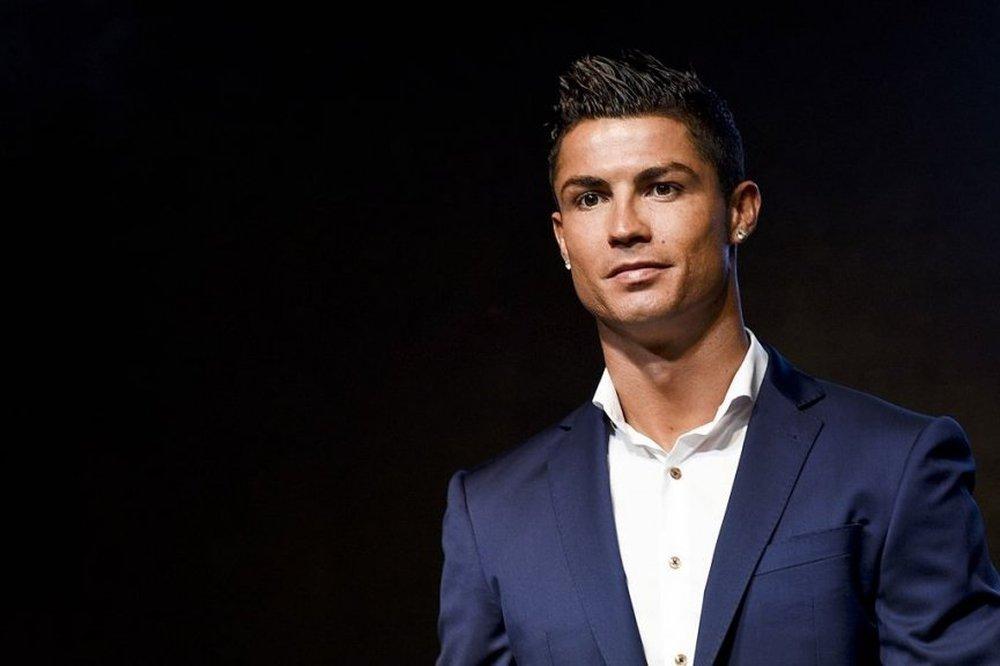 Chuyển nhượng bóng đá 19/8: Ronaldo ký hợp đồng giá rẻ với bến đỗ bất ngờ? - Ảnh 1.