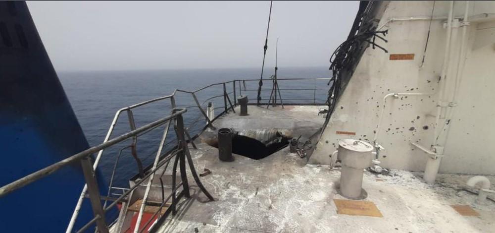 Choáng váng trước đòn tấn công tàu dầu Israel: Tiết lộ hình ảnh đầu tiên - Quá chính xác - Ảnh 3.