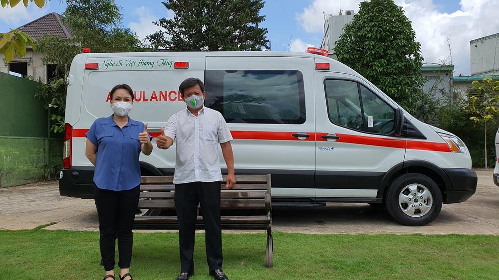 Sau 5 tháng, ông Đoàn Ngọc Hải chính thức nhận xe cứu thương 2,5 tỷ: Tôi rất biết ơn Việt Hương - Ảnh 4.