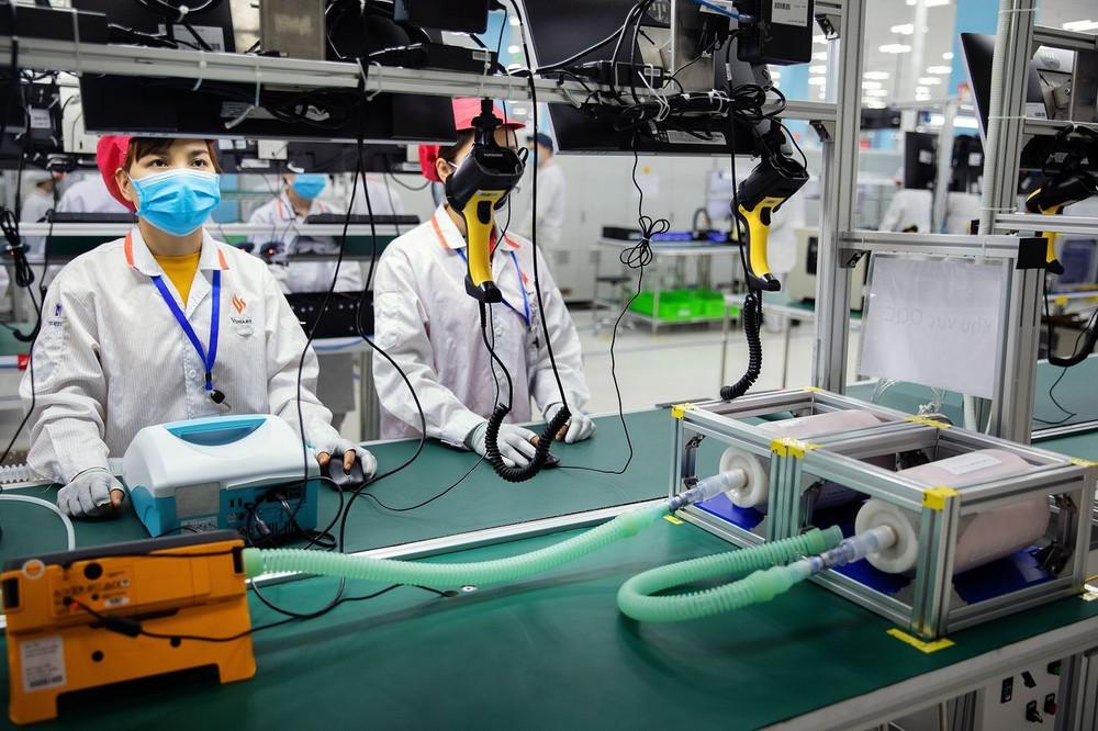 Vingroup tặng Bộ Y tế  500.000 lọ thuốc điều trị Covid-19, thuê chuyên cơ chuyển thuốc về VN - Ảnh 2.