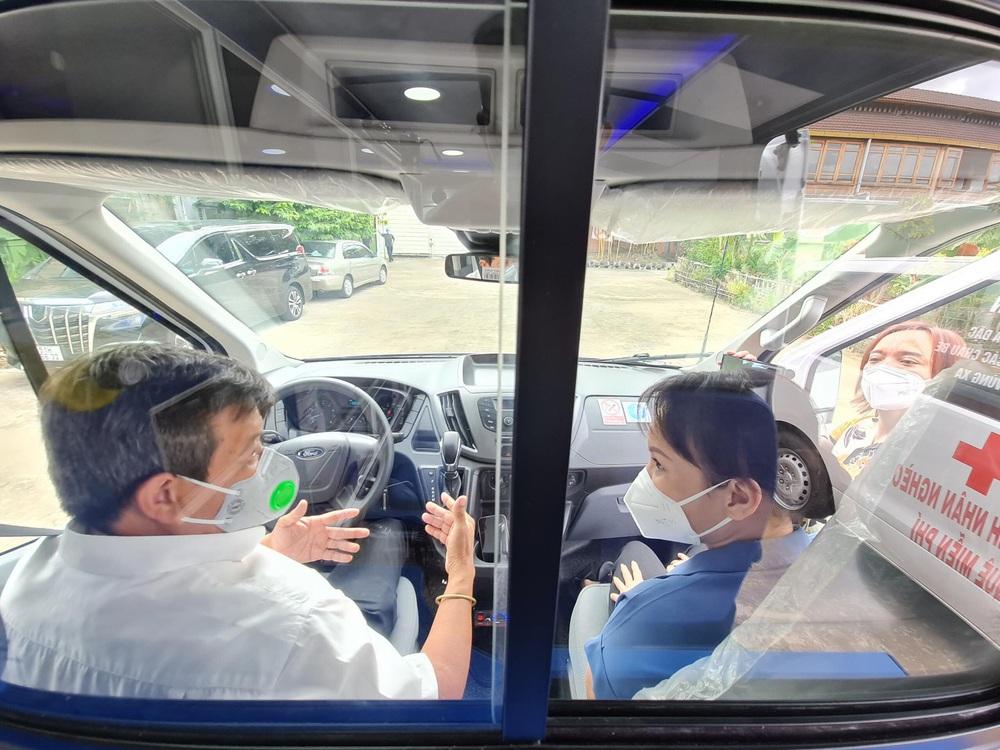 Sau 5 tháng, ông Đoàn Ngọc Hải chính thức nhận xe cứu thương 2,5 tỷ: Tôi rất biết ơn Việt Hương - Ảnh 5.