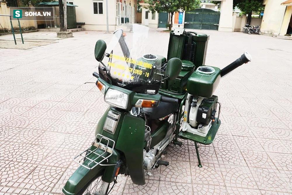 Chế tạo xe máy phun khử khuẩn lưu động, công suất tương đương sức 100 người - Ảnh 2.