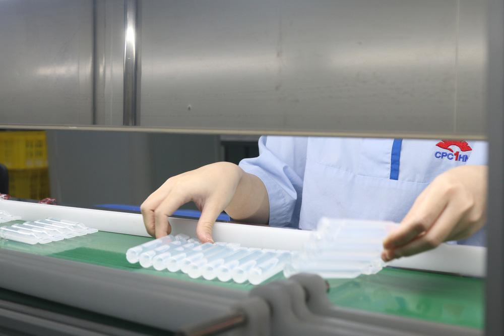 Cận cảnh quy trình bên trong nhà máy duy nhất sản xuất dung môi vaccine Pfizer tại Việt Nam - Ảnh 4.