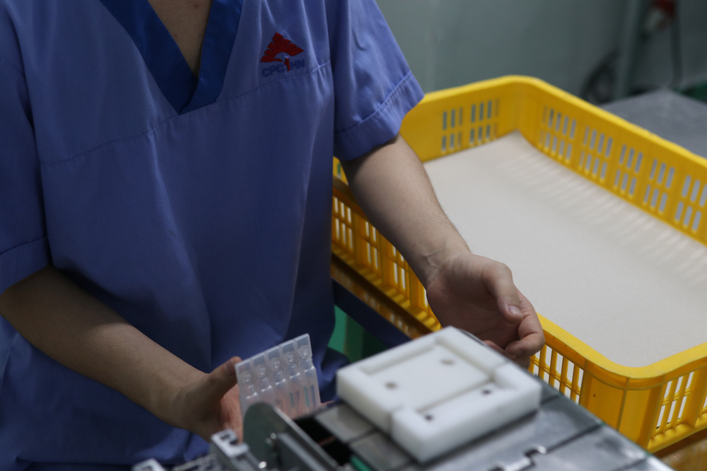 Cận cảnh quy trình bên trong nhà máy duy nhất sản xuất dung môi vaccine Pfizer tại Việt Nam - Ảnh 7.