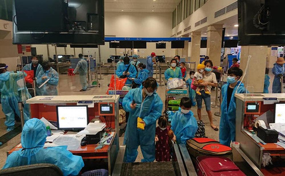 Người đàn ông chi 400 triệu thuê 2 máy bay đưa bà con Quảng Nam từ TP.HCM trở về