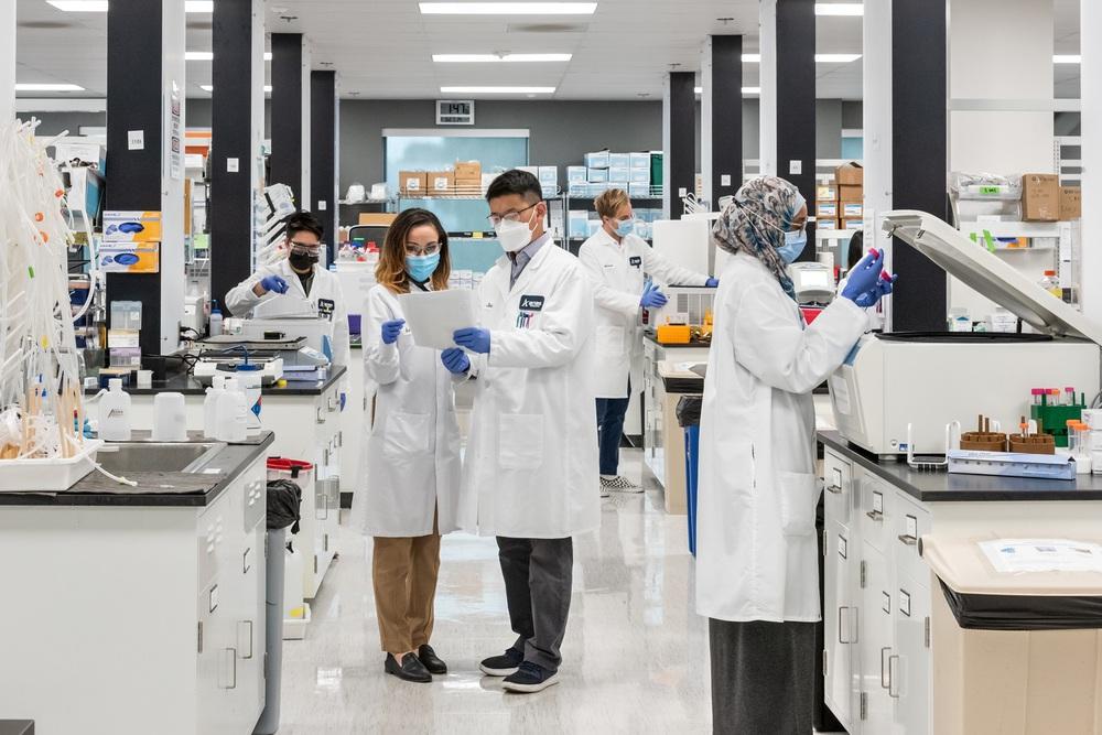 Vingroup chính thức ký độc quyền sản xuất vắc xin COVID-19 tại Việt Nam - Ảnh 1.