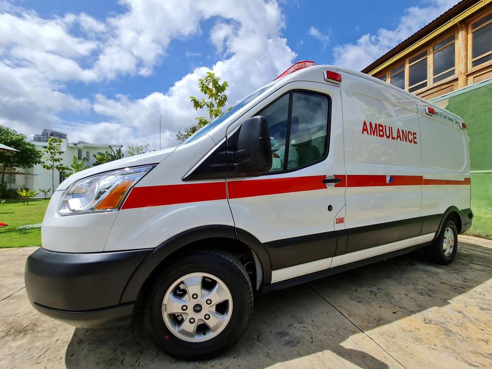 Sau 5 tháng, ông Đoàn Ngọc Hải chính thức nhận xe cứu thương 2,5 tỷ: Tôi rất biết ơn Việt Hương - Ảnh 1.