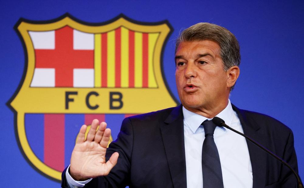 Chủ tịch Laporta chốt khoản vay 595 triệu Euro cứu Barca