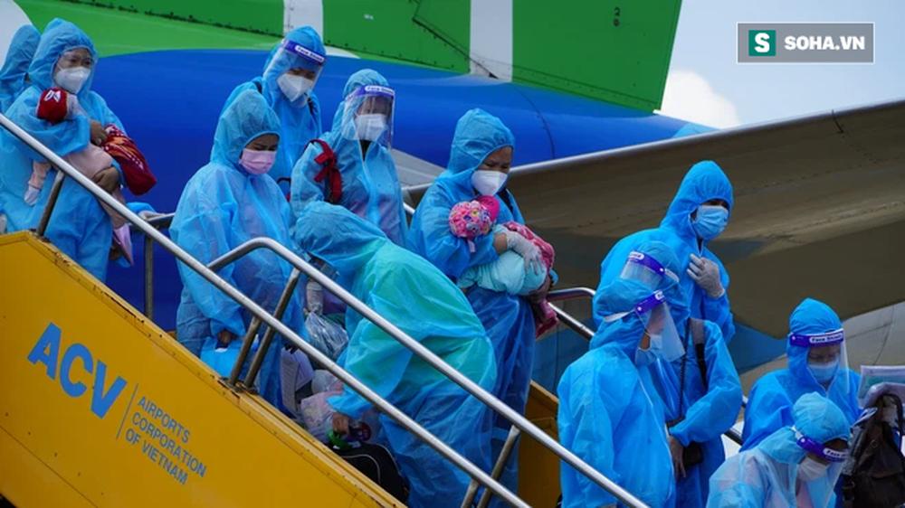 Xúc động chuyến bay đặc biệt, hàng trăm mẹ bầu và mẹ bỉm sữa rời tâm dịch TP.HCM về quê - Ảnh 5.