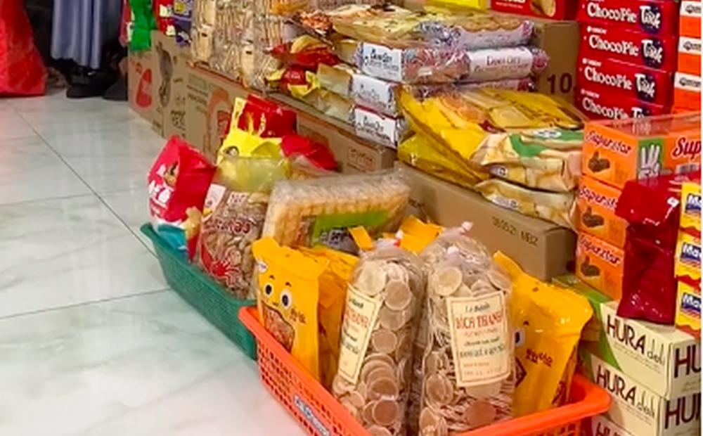 """Màn dự trữ đồ ăn """"khủng"""" nhất trong mùa dịch, trông cứ như vác cả tiệm tạp hoá về nhà khiến ai cũng ghen tị"""
