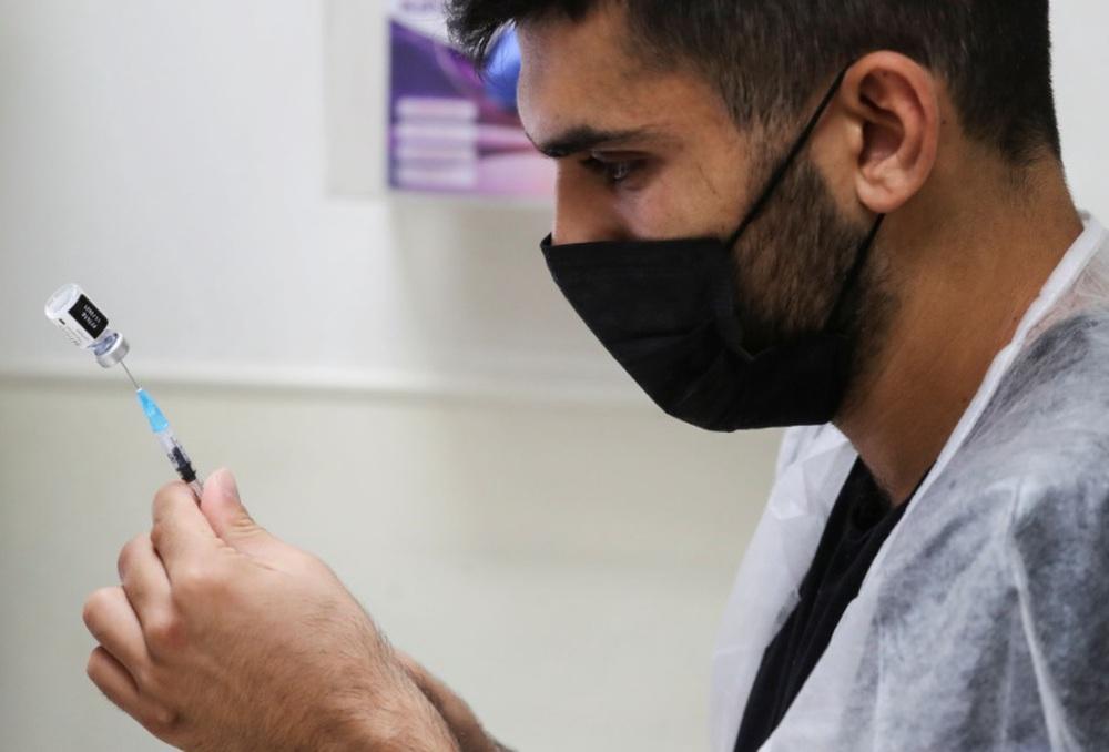 Nghiên cứu trên 2 triệu người Israel tiêm vaccine Pfizer cho thấy điều gì? - Ảnh 2.