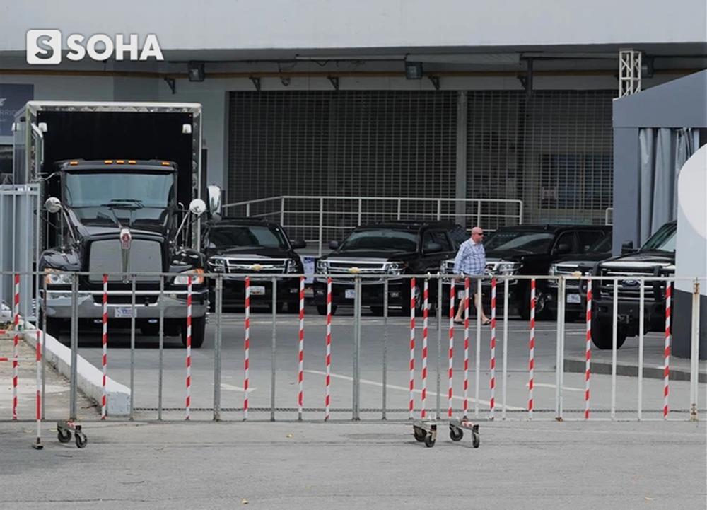 """Dàn xe của đặc vụ Mỹ tập kết tại """"cửa bếp"""" khách sạn, chuẩn bị đón Phó TT Mỹ Kamala Harris tới Việt Nam - Ảnh 4."""
