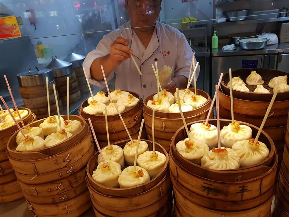 Nếm thử 3 món bánh cùng tên tại Việt Nam và Trung Quốc, các phiên bản này khác biệt ra sao? - Ảnh 4.