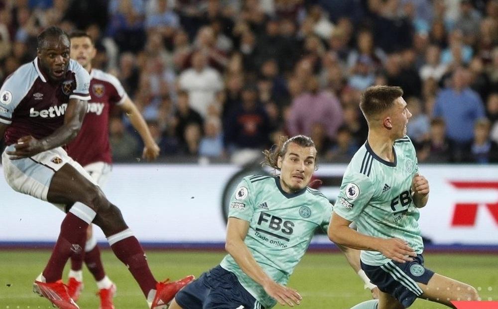 Hủy diệt Leicester, West Ham vươn lên dẫn đầu Ngoại hạng Anh
