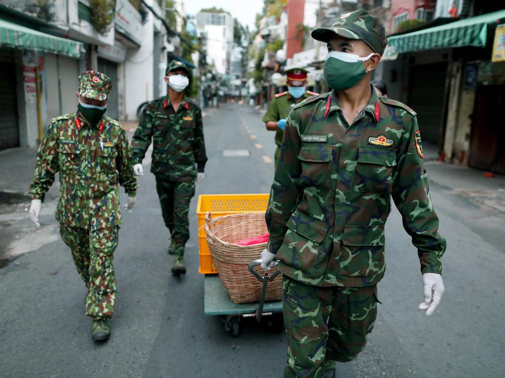 CEO Nguyễn Tử Quảng trả lời câu hỏi: Tại sao phải cần đến quân đội đi chợ hộ, trong khi đã có shipper công nghệ, các ứng dụng gọi đồ? - Ảnh 2.